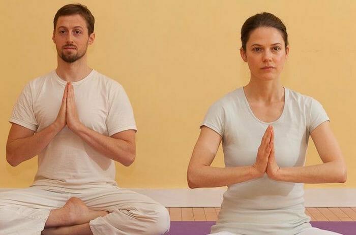 "<div style=""font-family: catamaran; color: #ffffff"">Sivananda Yoga Vedanta Center</br><span style=""font-size: .8em"">Montreal,  Quebec | Canada</span></div>"