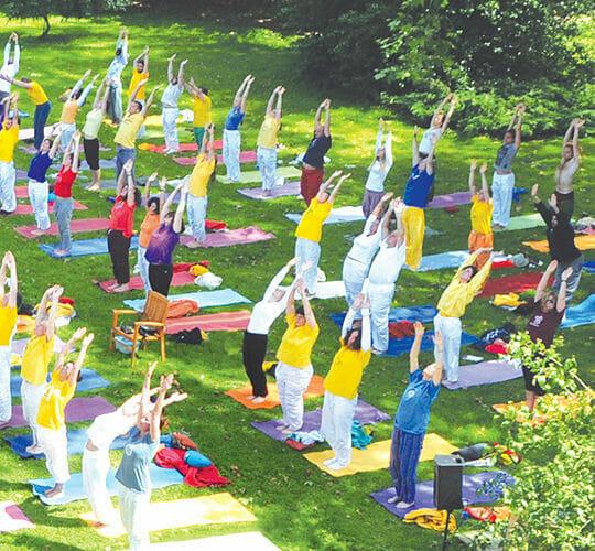 "<div style=""line-height: 1.3; color: #ce402d; font-family: catamaran;"">Summer Yoga Festival</div>"