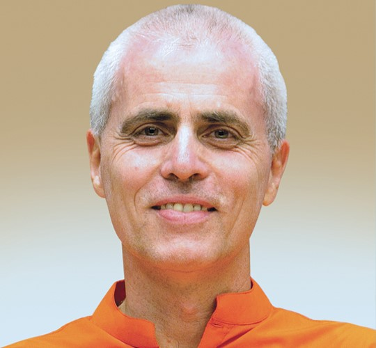 "<div style=""line-height: 1.3; color: #ce402d; font-family: catamaran;"">Lectures and classes</br>with Swami Sivadasananda</br>Yoga Acharya</div>"