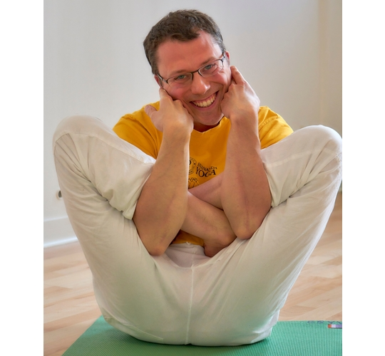 """<div style=""""line-height: 1.3; color: #ce402d; font-family: catamaran; """">Online Course; Further Training for Online Yoga Teachers, with Narayana</br></div>"""